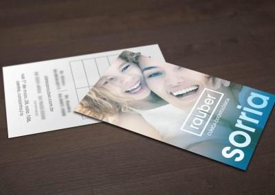- Cartões de Visita impressos para Clínica Rauber: em papel couché brilho 300g, com impressão 4x1 cores, tamanho 9x5cm, plastificado com prolan brilho somente na frente.