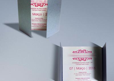 - Convites de formatura: Envelope em papel Color Plus Oxford 250g, sem impressão, com dobras, Convite em papel Color Plus Aspen 250g, com impressão 1x0 cor, tamanho 16.5X15.5cm.